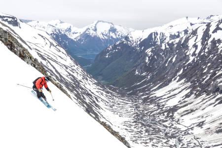 TOPP SKIFØRE: Lite å utsette på forholdene på Stryn – dette er Fred Syversen i aksjon i helgen. Foto: Arthur Ghilini
