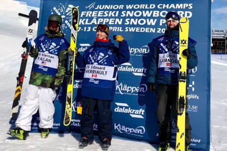 IMPONERTE I JUNIOR VM: Ulrik Samnøy (til høyre) tok tredjeplassen i Junior-VM i slopestyle torsdag. Foto: Nor Freeski