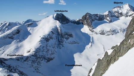 LETEOMRÅDET: Dette bildet er tatt fra like under toppen av Litlgladnebba, og viser området hvor letemannskapene konsentrerer søket. Foto: Tore Meirik