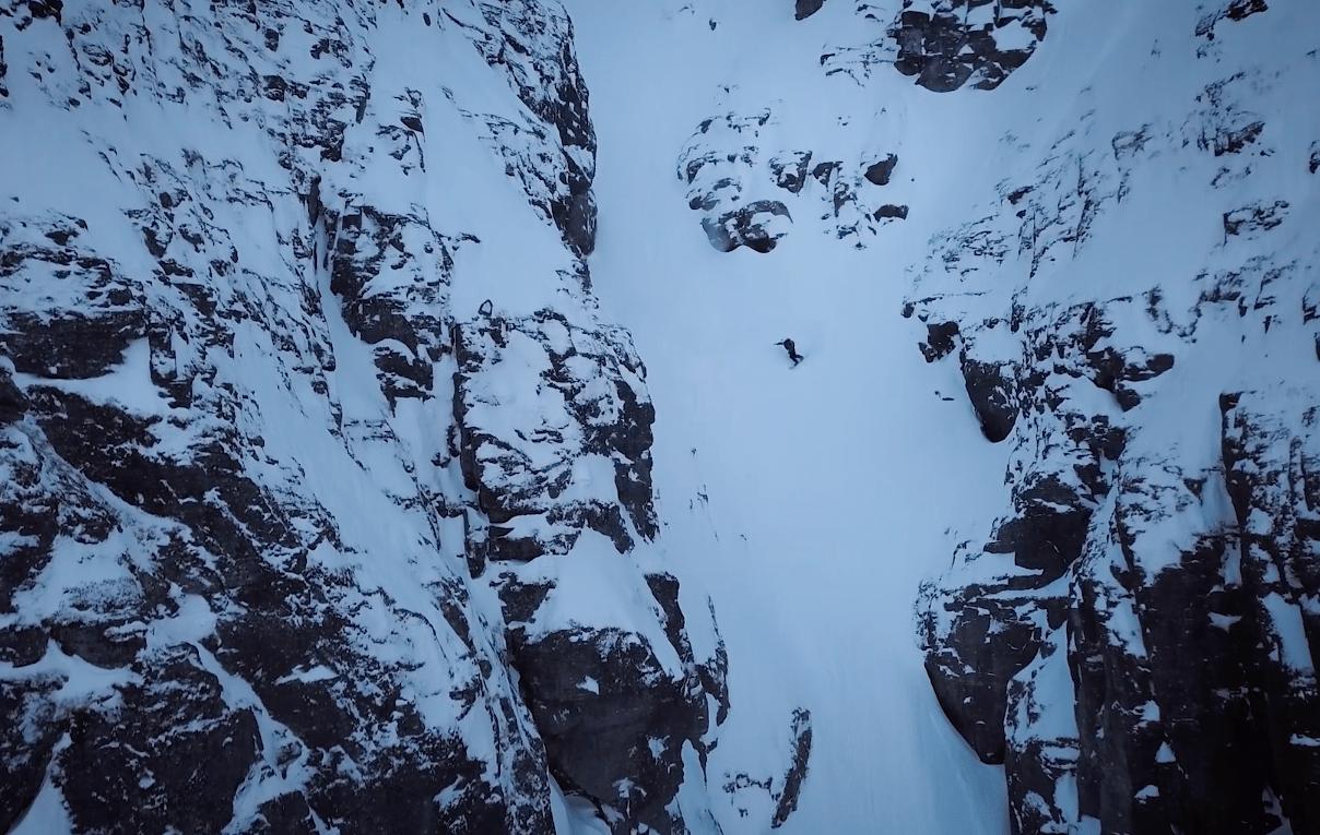 THE MONSTER: Eirik Verlo på veg ned den 700 meter lange renna. Foto: skjermdump
