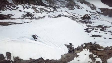 BRATT: Det er ikke akkurat barnebakken i Trysil Andrzej Bargiel forserer på vei ned fra K2.