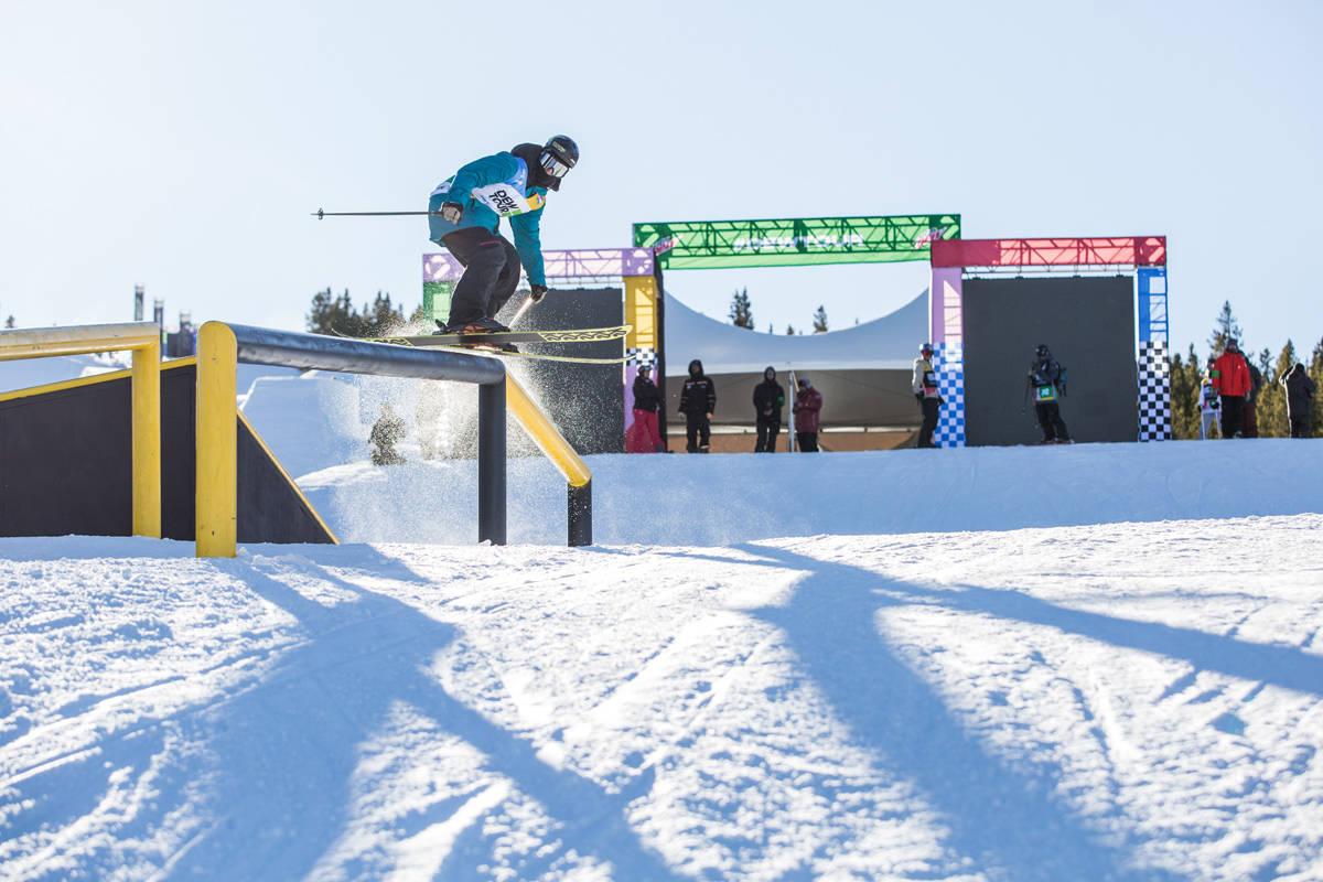 SPEKTAKULÆR COURSE: Joss Christensen på de første railsa i slopestylecoursen i Breckenridge. Foto: Dew Tour