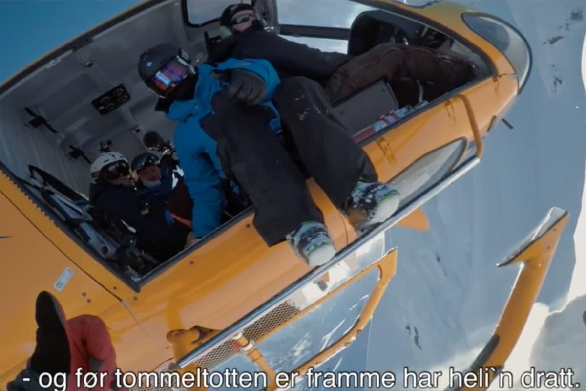 I HELIKOPTER: Se Eirik Finseths helikoptertur. Foto: Skjermdump