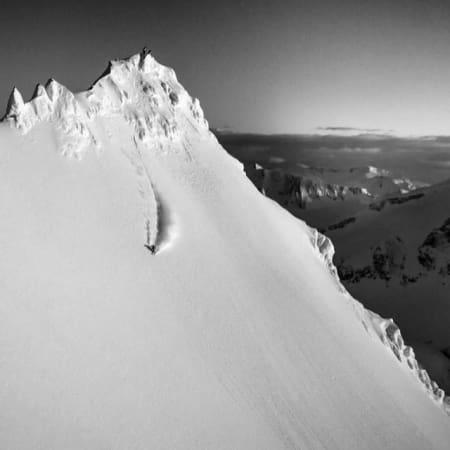 KARSTEN PÅ HJEMMEBANE: Scener med blant andre Karsten Gefle som herjer i fjella på Sunnmøre får sin plass i filmen. Foto: Nuit de la Glisse