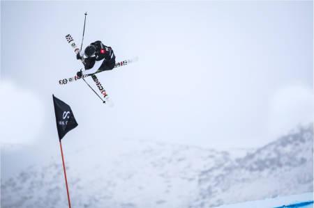 SOLID KJØRING: Birk Ruud fortsetter sin svært gode sesong. Natt til torsdag tok han sølv i VM i slopestyle. Foto: FIS