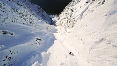 SUKSESS: Skifilmen Shapes ble svært godt mottatt under Fri Flyts Film Tour – mye på grunn av scener som dette ra Lyngen. Nå ser du filmen aldeles gratis her!