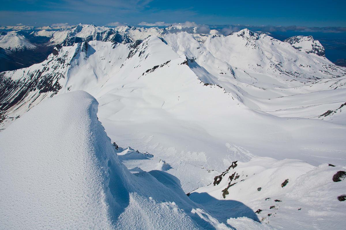 BRA FØRE: Snøen holder seg fin i nord- og østvendte heng på Sunnmøre! Foto: Håvard Myklebust