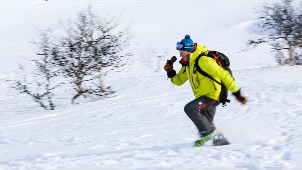 INGEN TID FOR NØLING: Start vintersesongen med å trene på søk. Sekunder kan spare liv. Bilde: Benjamin Hjort
