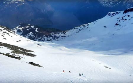 PÅ TUR: Hedvig Wessel på skitur hjemme i Norge sammen et knippe av planetens beste frikjørere.