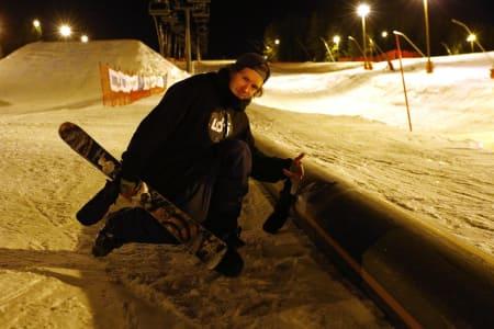 SATTE VERDENSREKORD: Simen Gjelsvik Aarseth fra Bergen satte ny verdensrekord i å raile langt i kveld. Foto: Niklas Øymo/ Lågendalsposten
