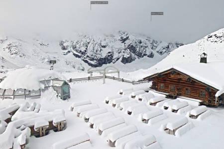 SNØRIKT: Slik så det ut mandag morgen på Sulden am Ortler. Foto: Skjermdump