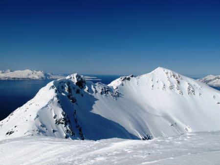 LYNGEN: Alpine fjorder og fjell man vanligvis bare kan drømme om. Foto: Henrik Breuer