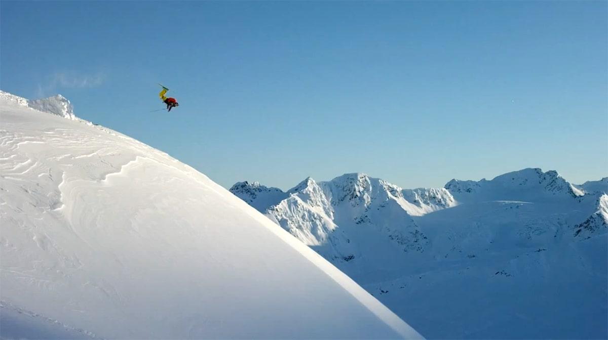 NORSK BIDRAG: Denne backflippen i Alaska er ett av Øystein Aasheim mange bidrag i traileren fra Warren Miller.