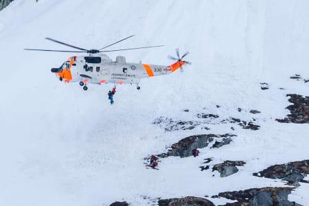 SKREDSTATISTIKK ENDRES: Det er ikke lenger lokale mannfolk med ski på beina som topper skredstatistikken i Troms. Det er utgangspunkt for skreddebatt i Lyngen på lørdag. Arkivfoto: Steinar Bleken