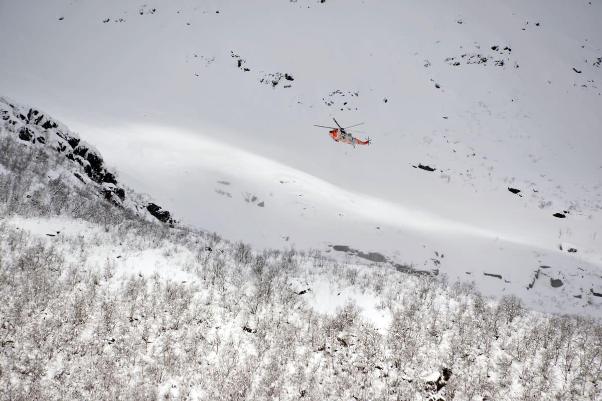 SKREDFAREVARSEL: Når familien Hansen flyr til Molde til vinteren for å dra på topptur, så kan det hende at de tilfeldigvis drar dit skredfaren er størst. Varslet på varsom.no må gi dem høyeste forventede skredfaregrad i varslingsområdet, og ikke en mulig lavere faregrad som begrunnes i at den har større geografisk gyldighet, skriver kronikkforfatter Kjetil Brattlien.  Foto: Ludvig Killingberg