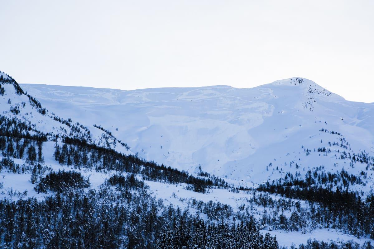 BLÅFJELL: Den populære fjellsida fotografert fra Selseng etter at skredene hadde gått. Foto: Espen Kristiansen