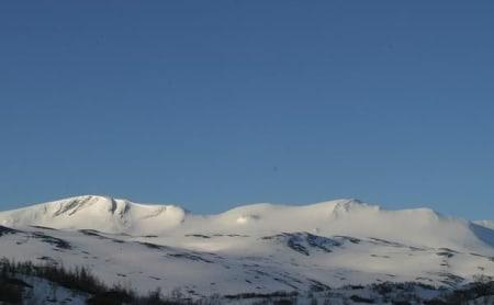 Oppløftende utsikt fra Grotli klokka seks fredag morgen.