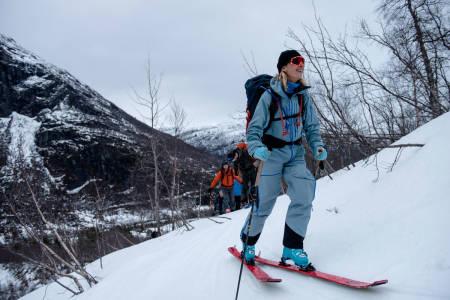 UT PÅ TUR: Selv om været var stritt, gikk alle føringsturene som planlagt under årets High Camp på Sunnmøre. Foto: Martin Innerdal Dalen