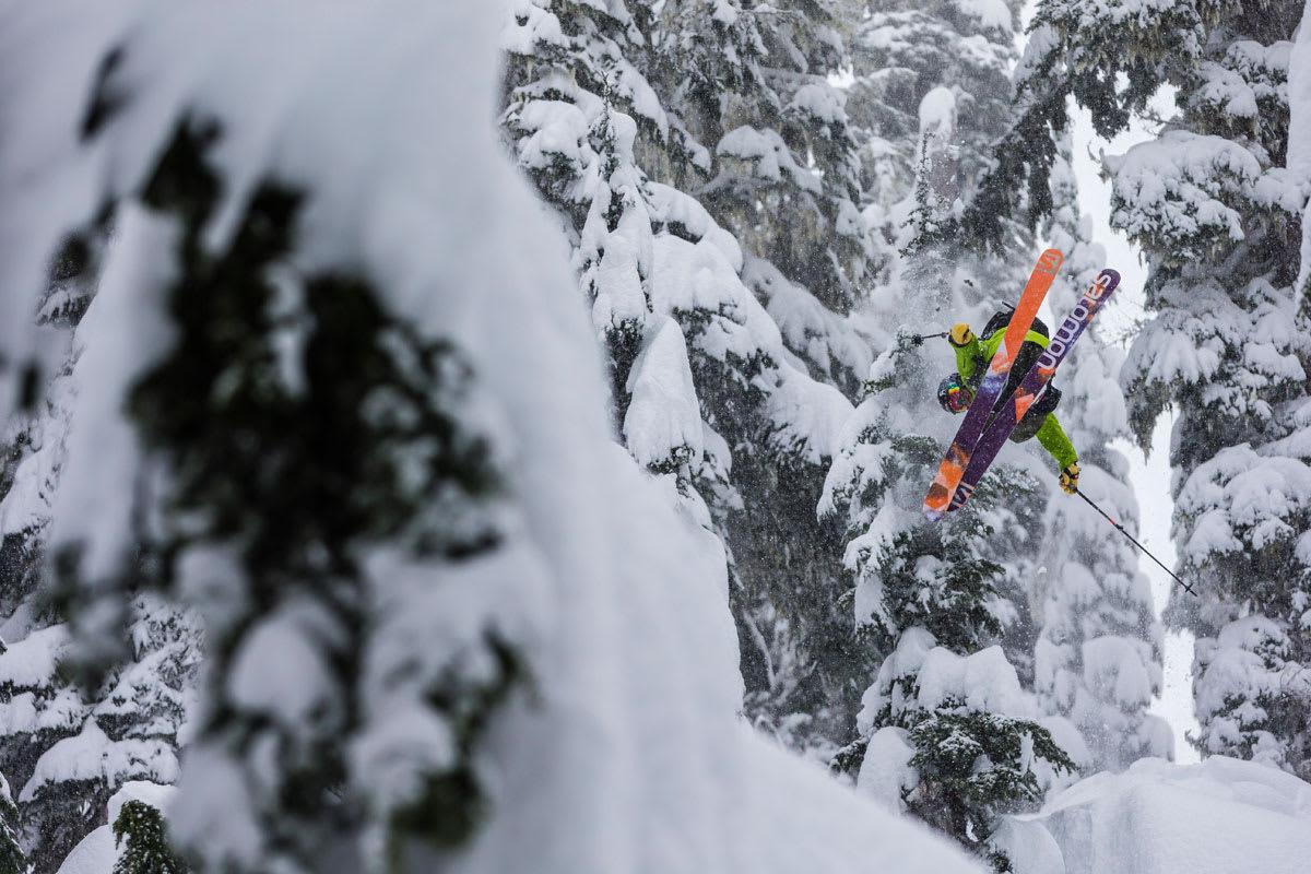 FRIKJØRING: Fri Flyt forteller hvordan du velger riktig frikjøringsski –og hvilke ski som er best på ffskitest.no. Foto: Grant Gunderson