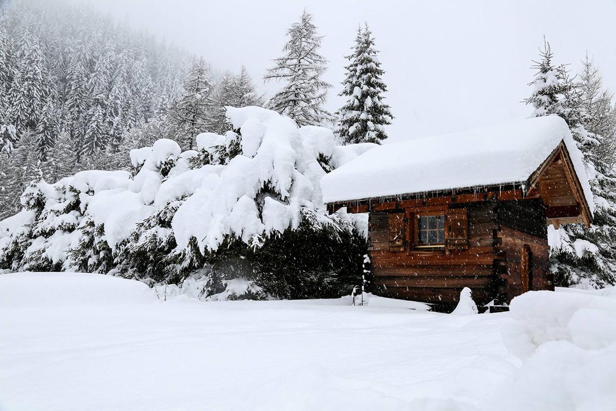 Snøen fortsetter å lave ned i Alpene