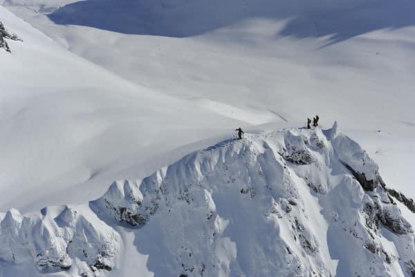 HELIBASERT: Dette bildet er tatt fra det samme helikopteret som plasserte Eirik Finseth, Matt Sterbenz, Wiley Miller og Tor Olav Naalsund på dette fjellet under filminnspilling med Field Productions i 2008. Foto: Endre Løvaas