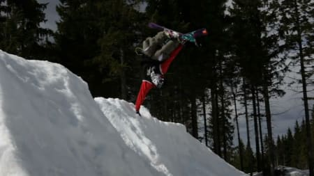 FLINK: Danny Larsen er slett ikke bortreist selv om han har ski på beina.