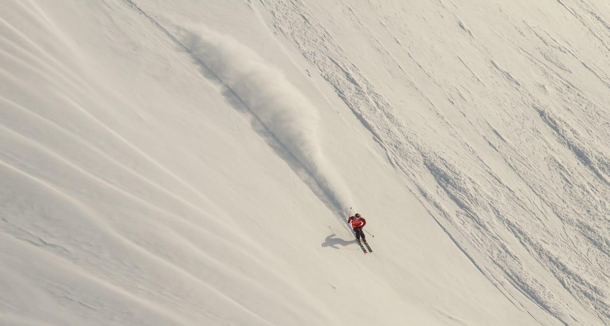 Enorme snømengder på Folgefonna åpna for nye frikjøringsmuligheter i anlegget som er mest kjent for terrengparken. Det visste David Kantermo å benytte seg av i vår. Bilde: Jan Petter Svendal