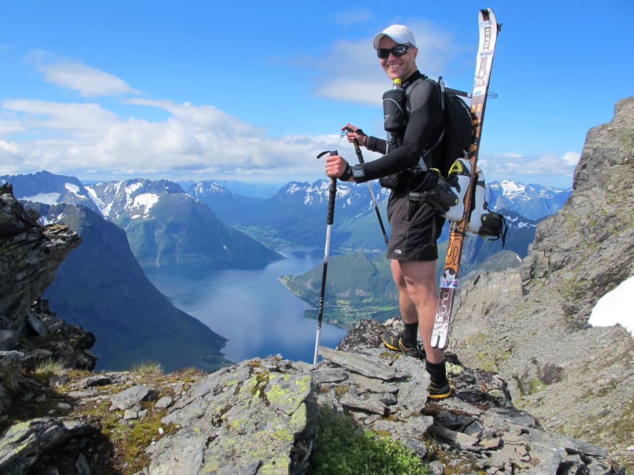 FORNØYD: Bård Smestad gleder seg til å ta fatt på nedkjøringa fra Slogen. Foto: Bård Smestad