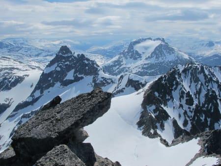 Kvanndalstinden (1744 moh), Kalskråtind (1798 moh) og Søre Venjetind (1729 moh)
