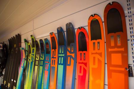 STJAL UTSTYR: Dynafit ble frastjålet mye av neste års utstyr under en messe i Salt Lake City. Her fra da Fri Flyt ble vist skiene i forrige uke. Foto: Tore Meirik