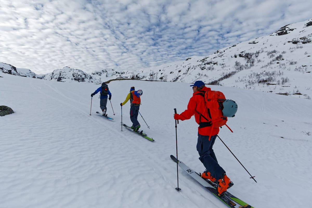 FINT BESØK – VANSKELIG FØRE: Stian Hagen tok med seg  Austin Ross og Nadine Wallner til Vatnahalsen for å gå topptur. Foto: Tony Brey