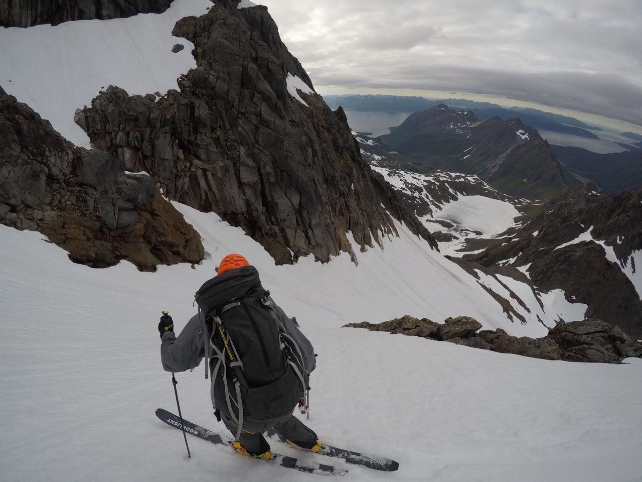 SOMMERSKI: Christian Dramsdahl med omtrent tusen høydemeter skikjøring igjen. Og vannskitur ut fjorden etterpå. Foto: Ragnhild Beate Mikkelsen