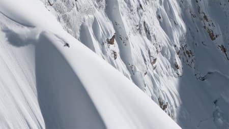 STORFJELL: Stor fart, store hopp, store fjell, store snødybder; alt er stort i traileren fra Team Thirteen.