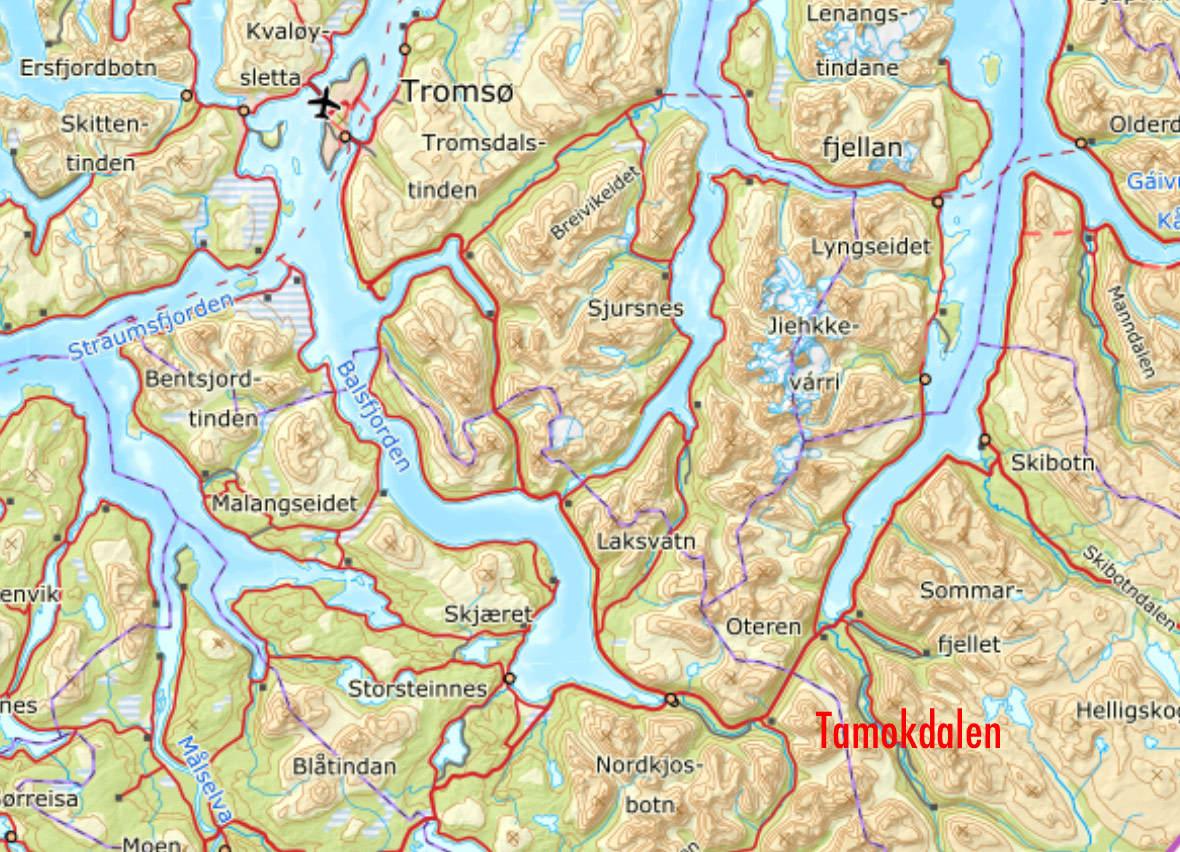 BLÅBÆRFJELLET: En storstilt leteaksjon er i gang etter snøskred på Blåbærfjellet i Tamokdalen i Troms, sørøst for Tromsø.