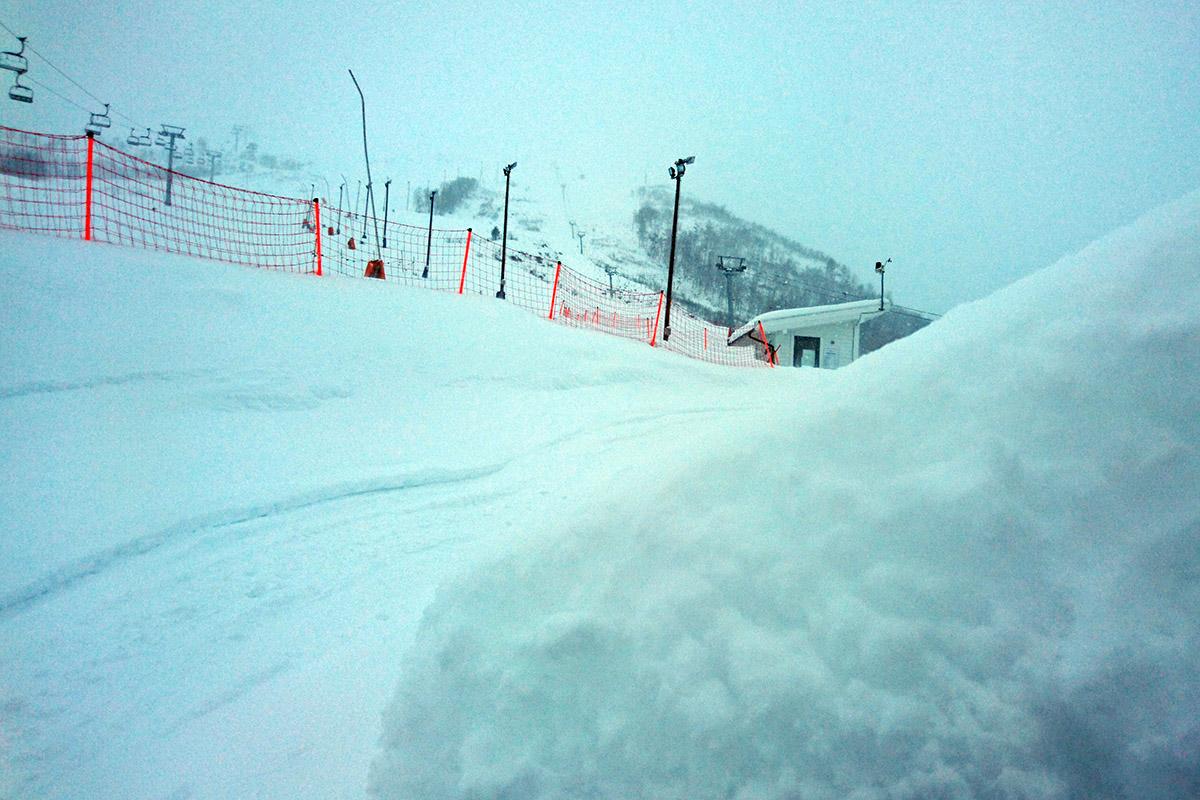 Strandafjellet har fått en halvmeter løssnø: – Det snør tett nå