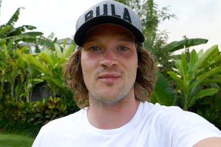 NY EPISODE: Bli med Klaus Finne til Bali. Foto: Skjermdump