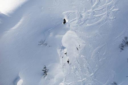 UTEN SKI: Tanner Hall er supergira på konkurransen i Fieberbrunn, selv om han mangler skiustyr. Her fra forrige FWT-runde, i Canada. Foto: Dom Daher