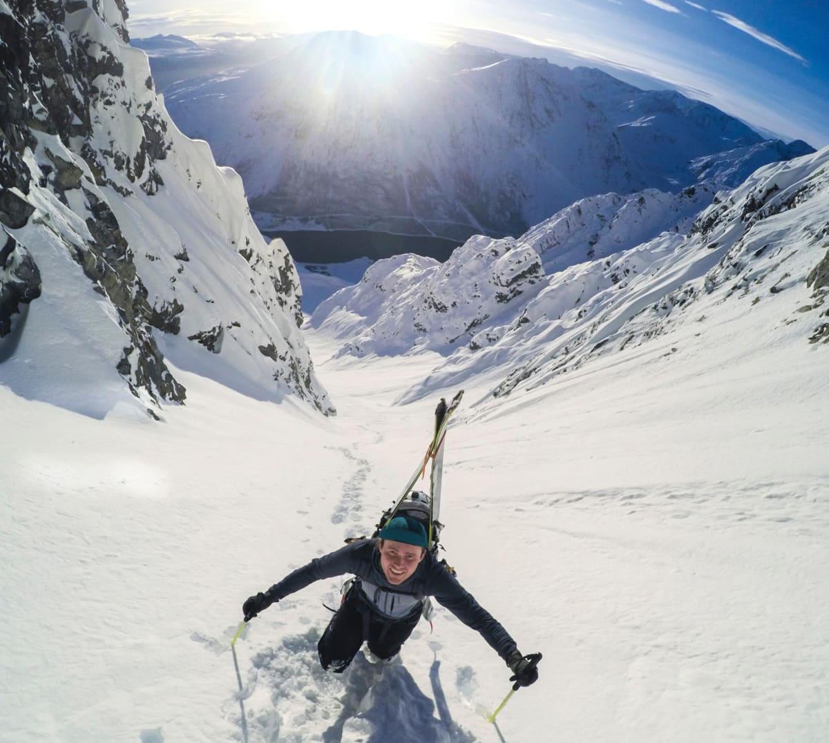 MESTER: Nikolai Schirmer er ikke bare sjeldent god til å kjøre ski i snø. Han er sjeldent god til å finne sjeldent god snø også. Foto: Krister Furnes Kopala