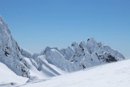 Mer enn nok av fine skitopper å forsyne seg av.
