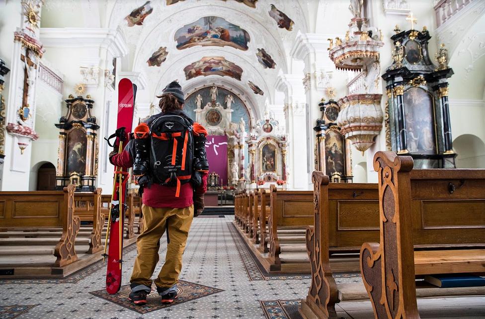 Take me to church: Joda, det blir skikjøring også, litt uti episoden. Bilde: Oskar Enander/DPS