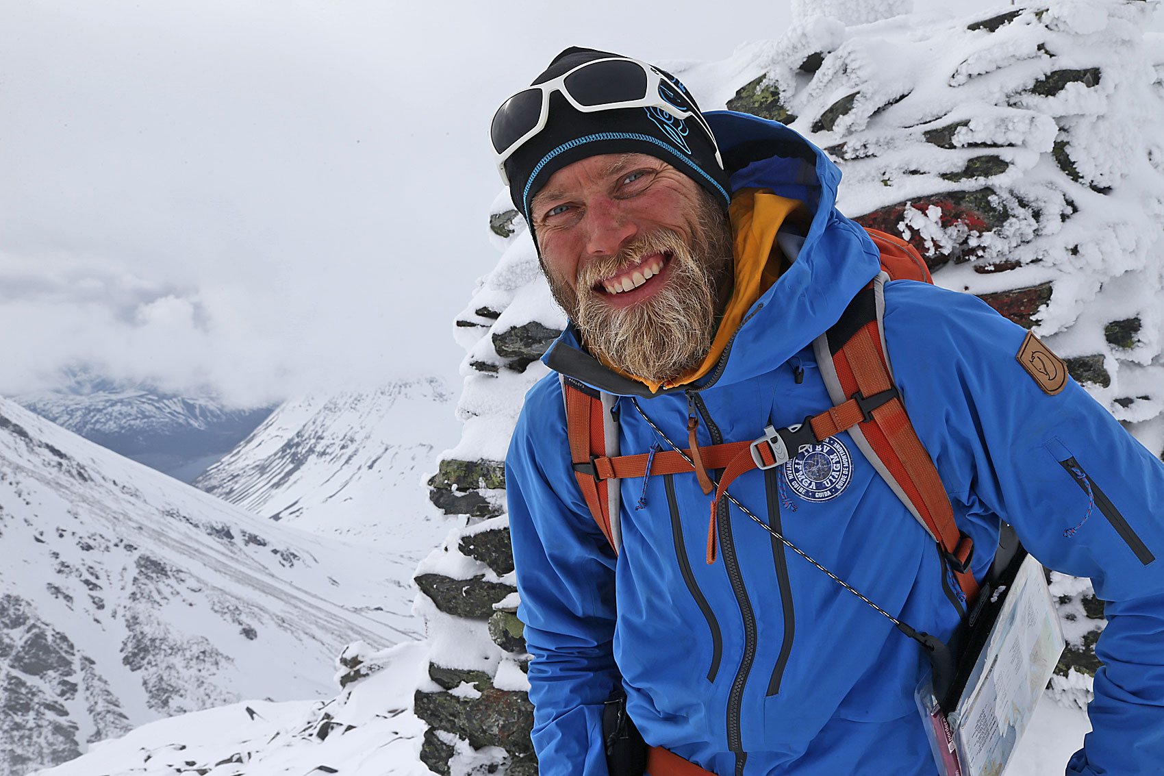 TINDEVEGLEDEREN: Mikal Nerberg på underveis på turen han har guidet flere ganger –Lyngen på langs. Foto: Nils Erik Bjørholt