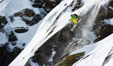 Svensken Peter Nilsson bor hele vinteren i Sveits, og har kommet til Røldal for å konkurrere. Han kjørte stødig i fredagens konkurranse, og blir med videre til finaledag 2 på søndag.