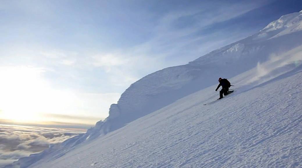 EKSOTISK: Jan Mayens høyeste punkt er 2 277 meter over havet, og det er fine toppturmuligheter på den norske øya.