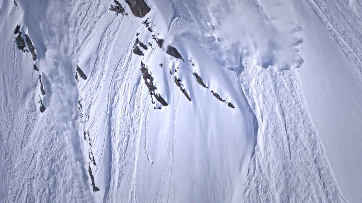 GÅR STORT: Svenske Wille Lindberg kjører Freeride World Tour, og vet å ta seg ned store fjellsider på spektakulært vis.