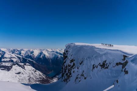 KEIPEN: Utsiktspunktet 1427 meter over Balestrand er pausested den siste dagen på Sognefjordruta.