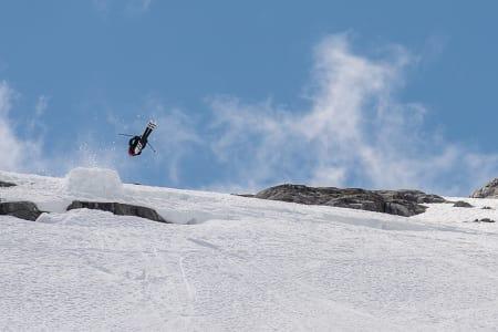 RUUD-GUTTEN: Robert Ruud var den første som gikk inn switch på dette hoppet. Han landet en strøken switch cork 5. Bilde. Vegard Breie