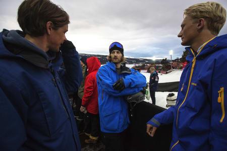 Oliver Usterud (til venstre), Aleksander Aurdal (i midten) og Fridtjof Fredricsson slår av en prat