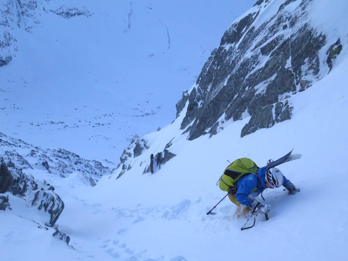 BRATT: Opp renna på Litlgladnebba er det bratt. Og fin utsikt. Og bra skiføre. Og god stemning! Foto: Bård Smestad