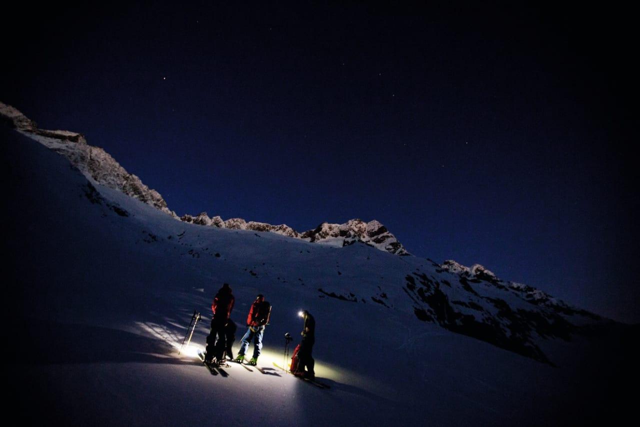 TIDLIG PÅ'N: Alpinstart dag 4 på vei opp mot Sustenhorn. Alle foto: Fredrik Schenholm