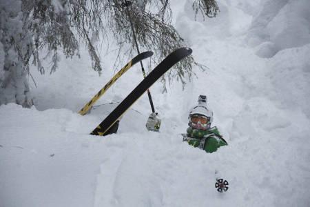 INGEN FARE: Stian Skinnes Fossen får ikke vondt av å gå på trynet i denne snøen.